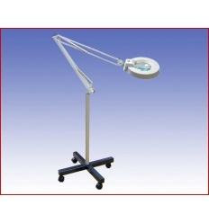 Lampa z Lupą 5D na statywie